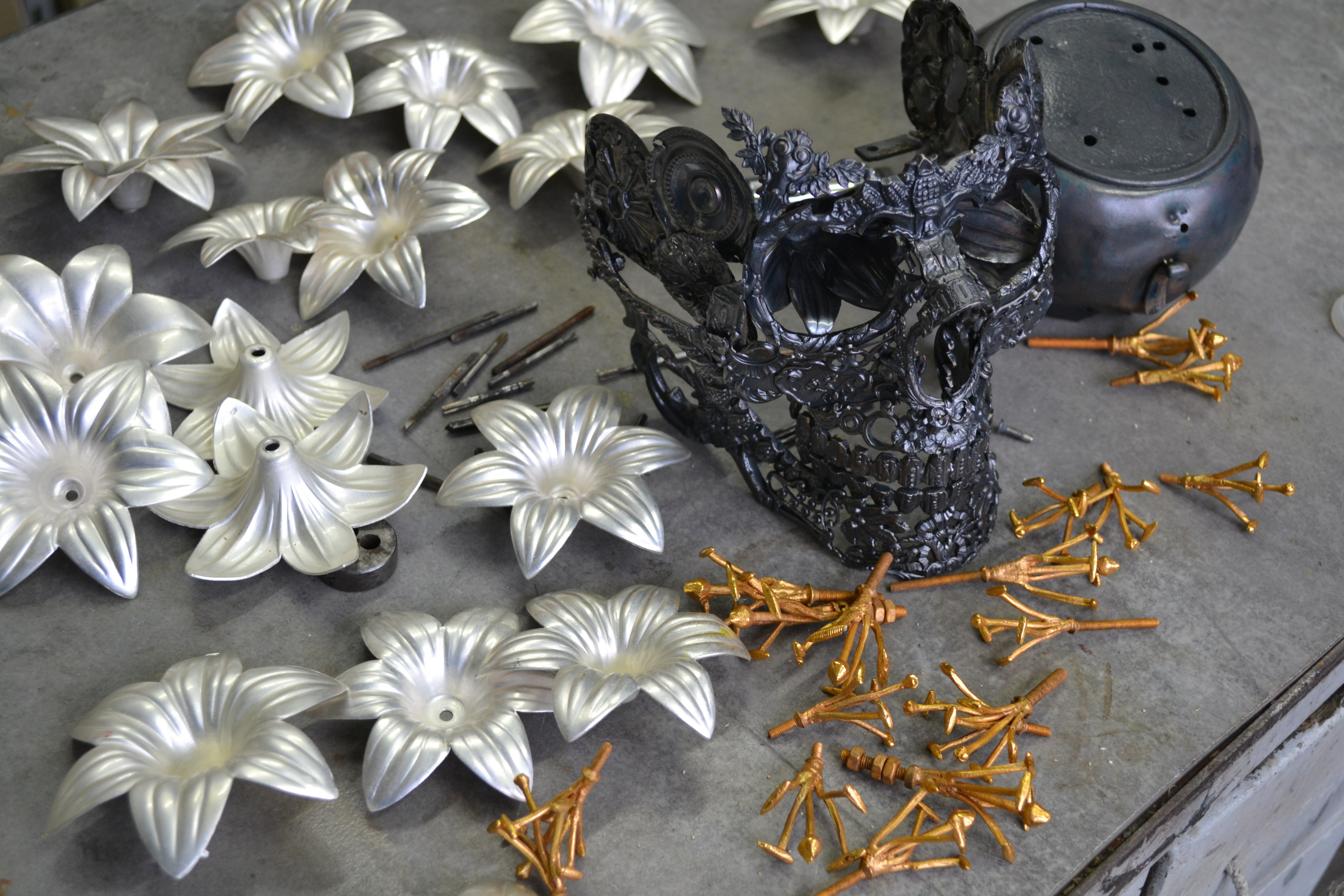 workbench skull flowers